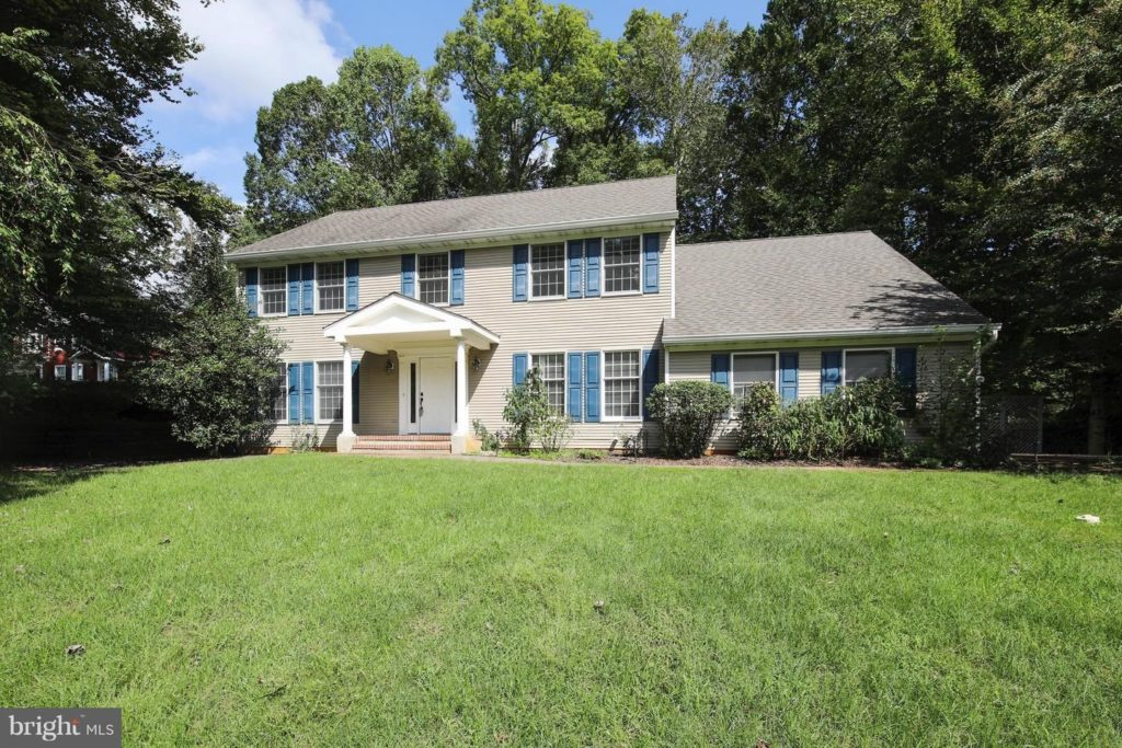 I'm excited to feature 999 Windcroft Place, Annapolis, MD 21401 as October's Listing of the Month! This wonderful home is conveniently located on a quiet cul-de-sac.  It has four bedrooms and four baths, along with 2,760 square feet of living space.